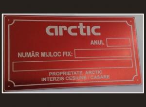 26-gravura-industriala-gravura-laser-placa-identificare-aluminiu